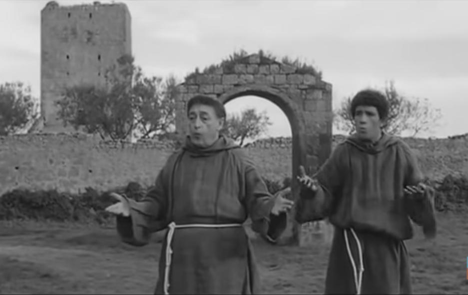 Totò e Ninetto Davoli nel film Uccellacci e uccellini di Pasolini