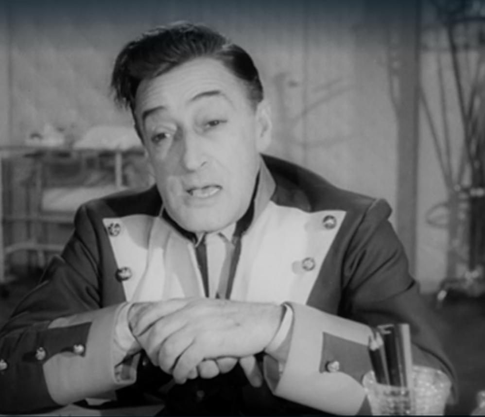 Totò nel film <em>Siamo uomini o caporali?</em> di Camillo Mastrocinque (1955)