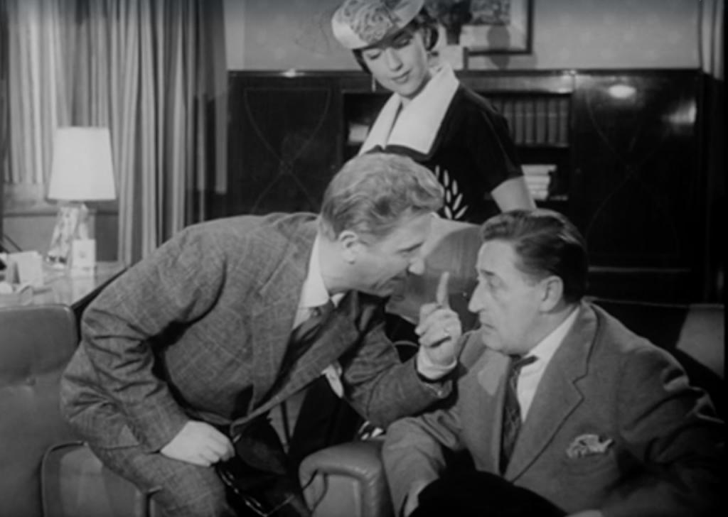 Paolo Stoppa e Totò nel film <em>Siamo uomini o caporali?</em> di Camillo Mastrocinque (1955)
